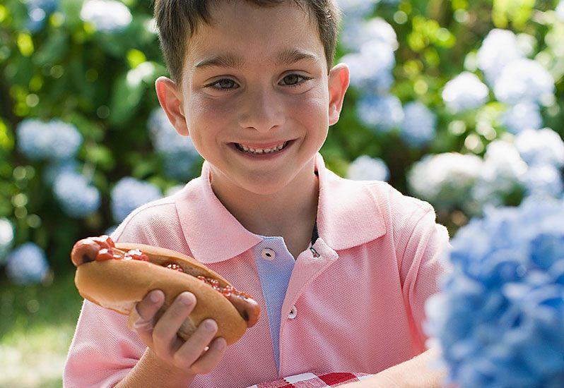 kinderfeestje, verjaardagsfeest, eten tijdens